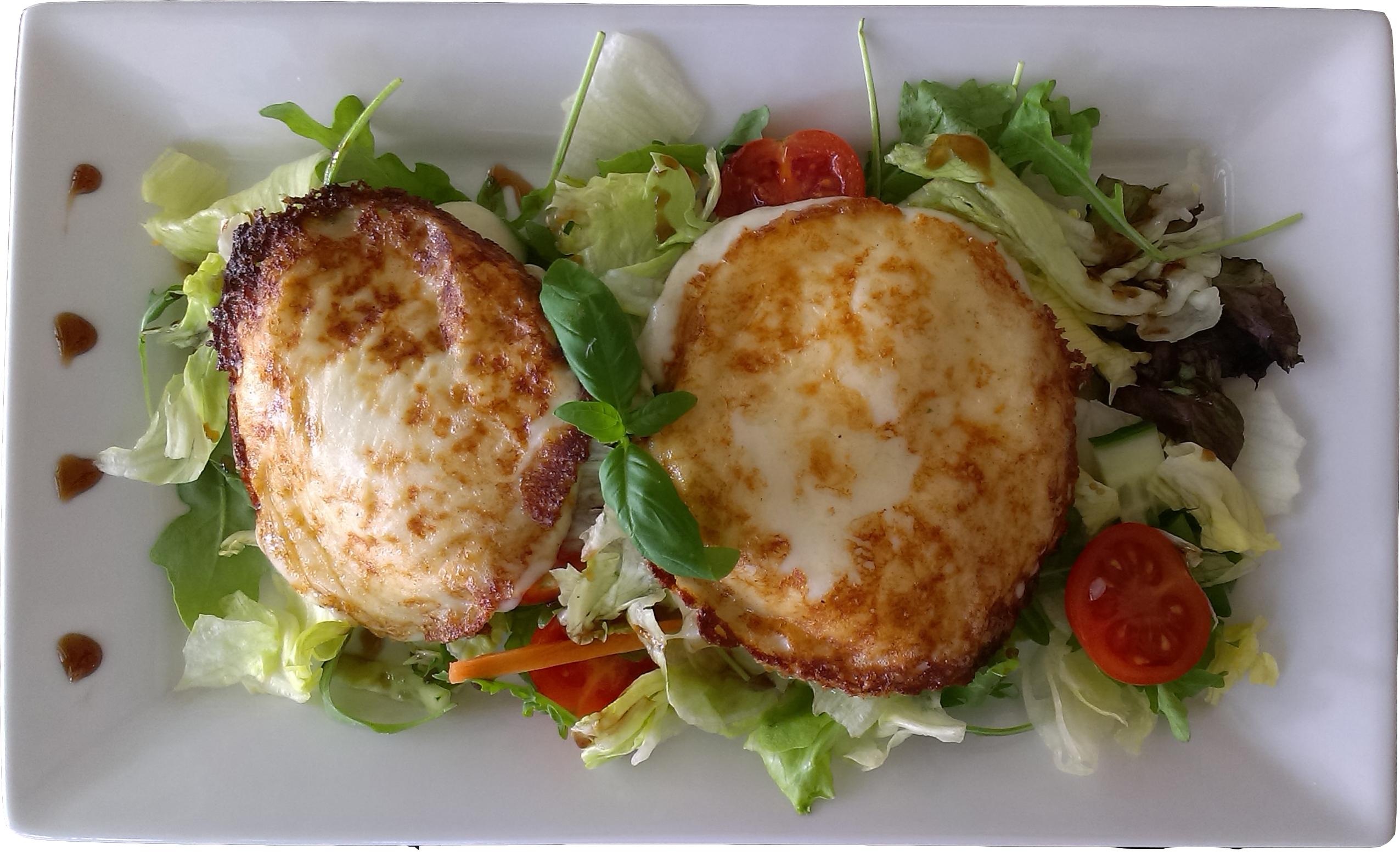 Grillezett mozzarella saláta ágyon
